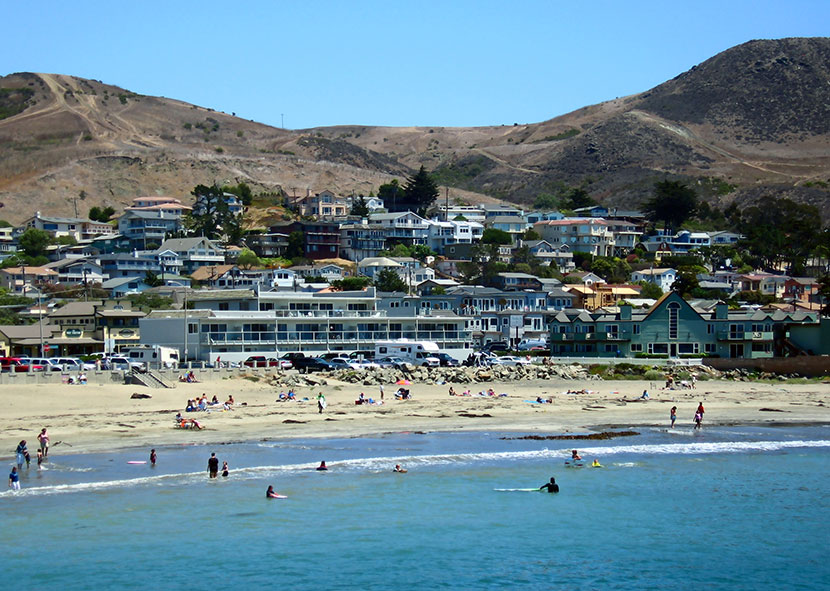 Cayucos looking from the pier towards the town - originally posted to Flickr as 2007-08-07 Cayucos, California - Photo by Adam Sofen